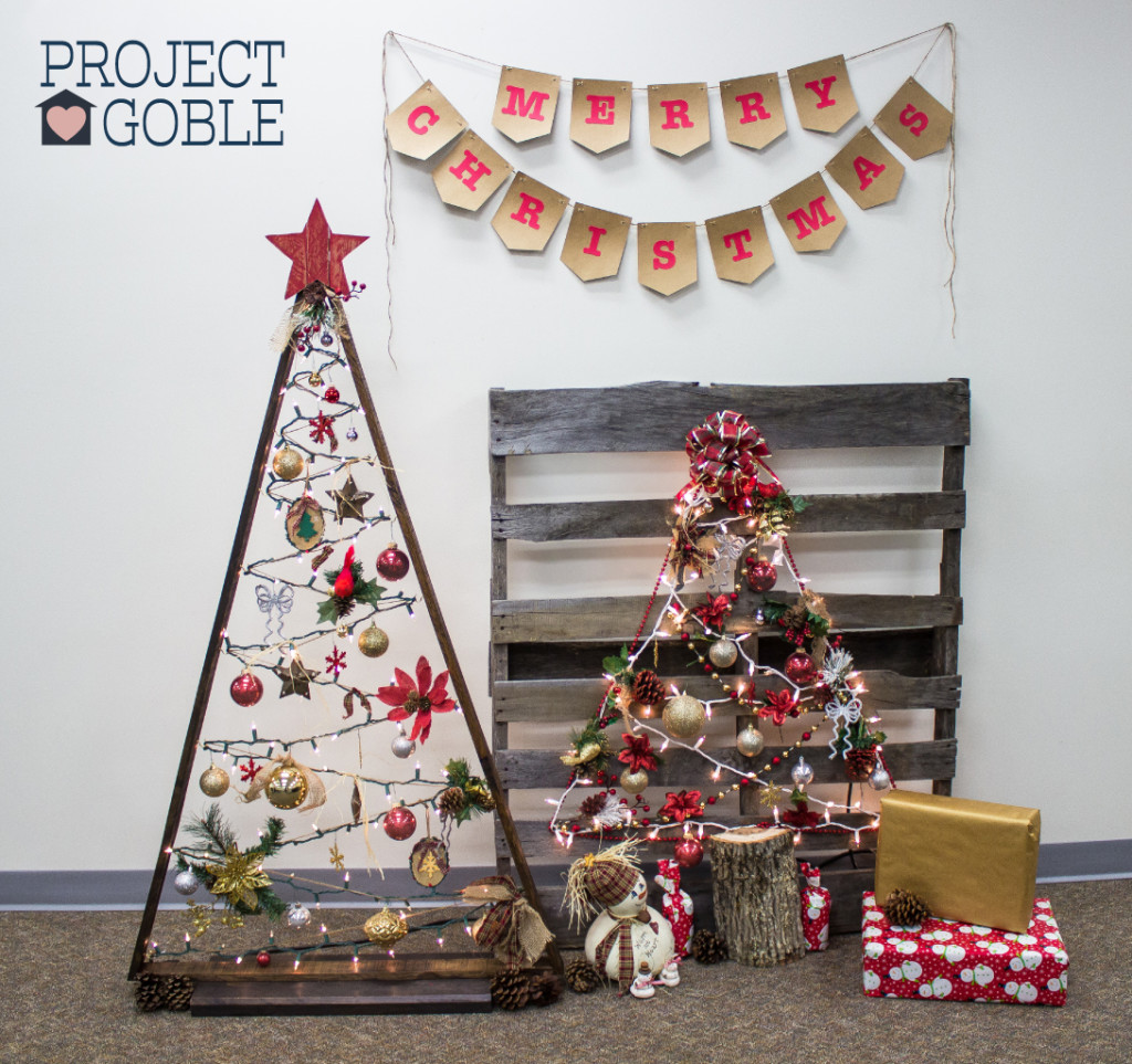 DIY Triangle Pallet Board Christmas Tree / www.ProjectGoble.com