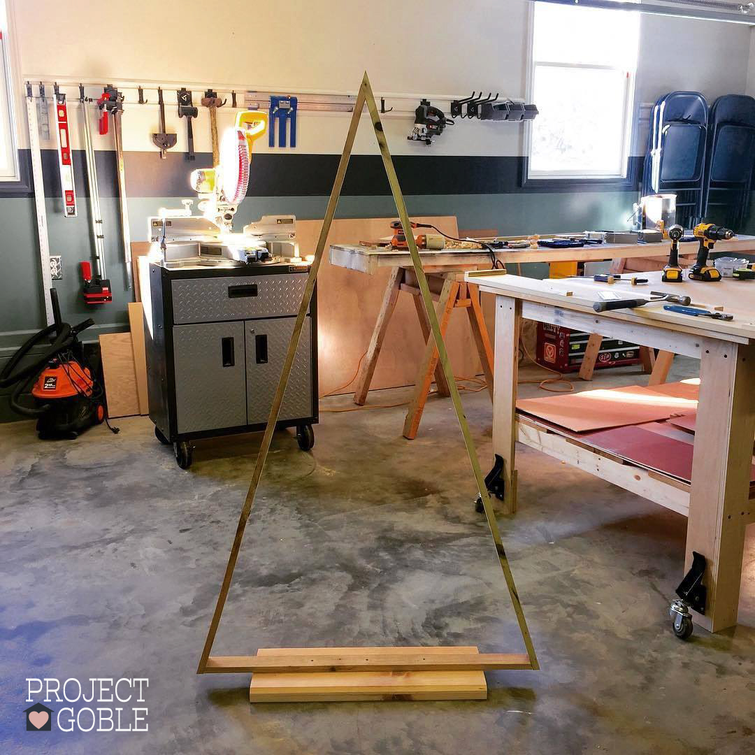 DIY Pallet Board Wood Triangle Christmas Tree - www.ProjectGoble.com